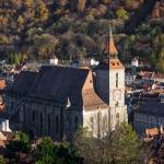 poza Biserica Neagră din Brașov, cea mai reprezentativă construcție în stil gotic de pe teritoriul României