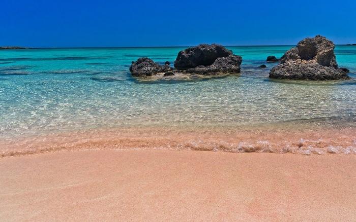 poza Creta, Insula Miracolelor,  o stațiunea caracterizată de plaje mătăsoase și peisaje de poveste